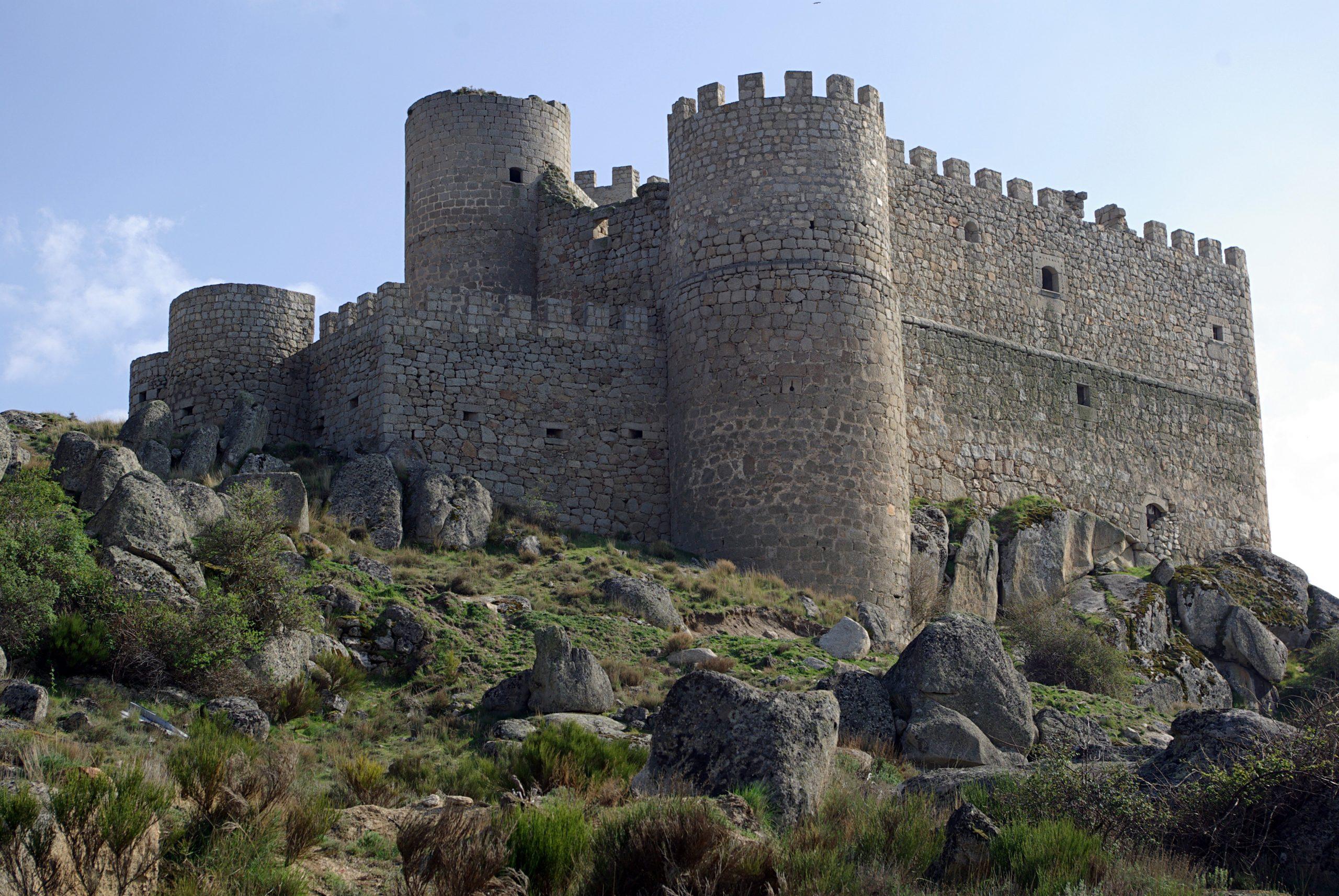 Castillo Aunqueospese desde casa rural Avila Gredos