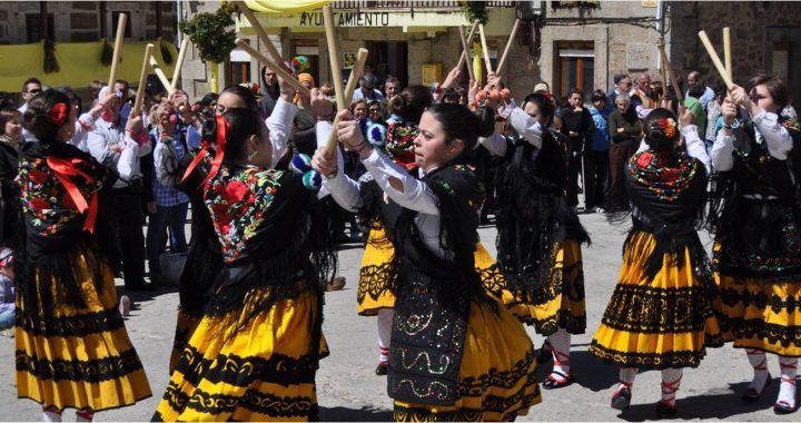 Danzas del Paloteo típicas de Hoyocasero
